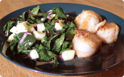 Scallops and Balsamic Vinegar with a Salad of Spinach and Green Apples